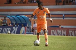 Nelinho, artilheiro do Carioca, voltará ao time