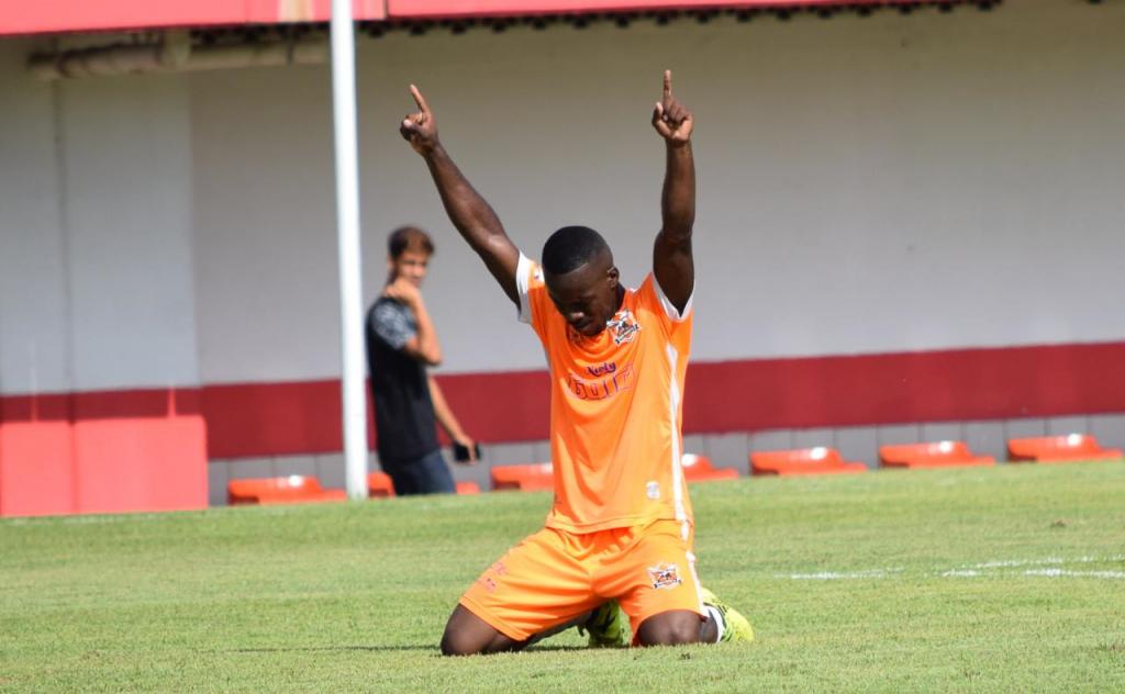 Kayque comemorando seu gol (Foto - Marcos Farias)